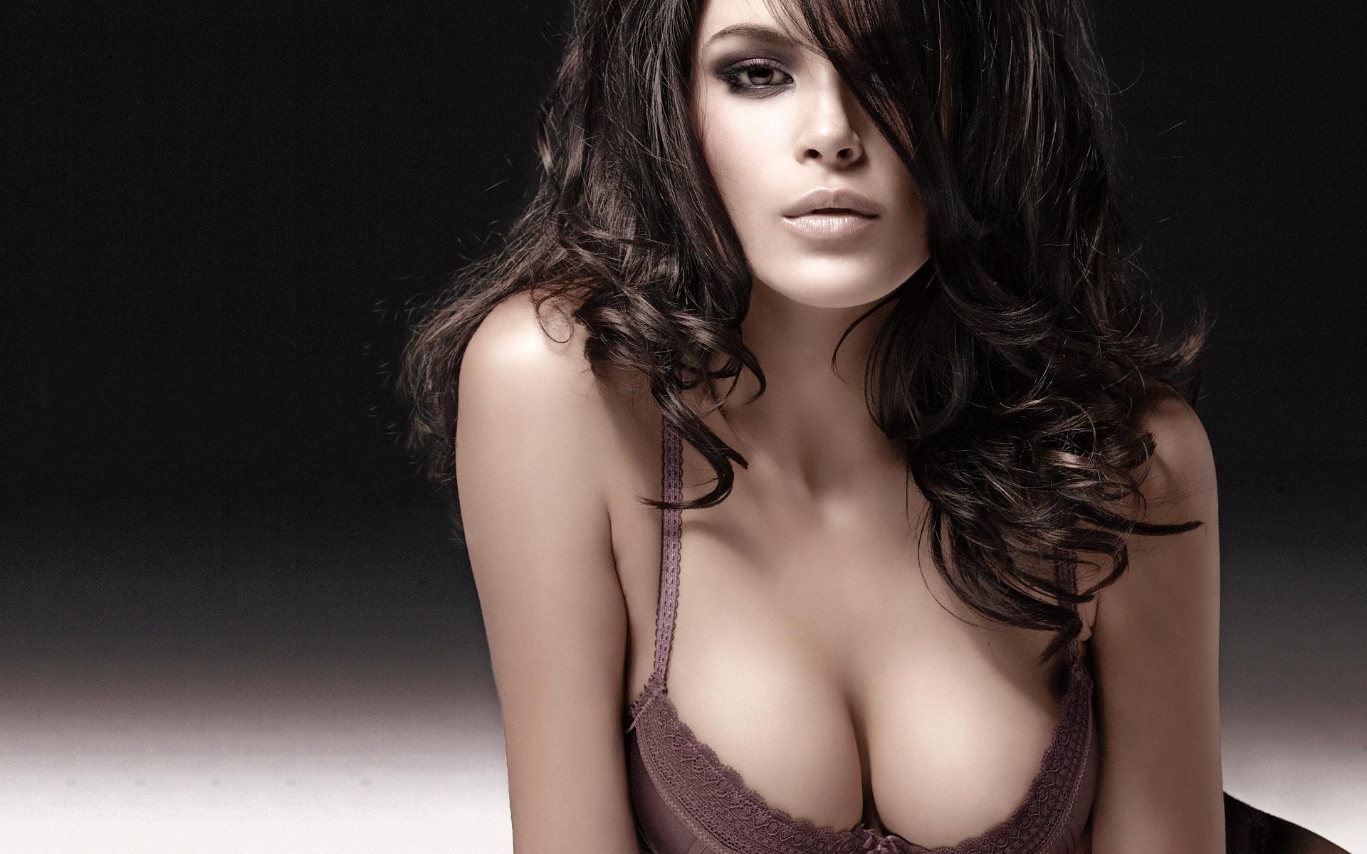 Фото полная грудь жены 21 фотография