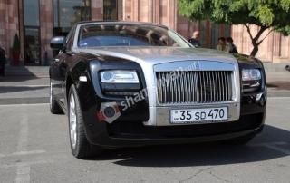 Ո՞վ է Երևանում առանց թիկնապահների շրջում սովորական համարանիշներով Rolls-Royce-ով...