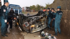 Դաժան ու ողբերգական ավտովթար Կոտայքի մարզում. մահացածները կենդանի այրվել են գլխիվայր շրջված Opel-ի մեջ...