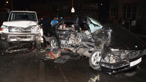 Խոշոր ու ողբերգական ավտովթար Երևանում. Չարենցի փողոցում բախվել են «BMW»-ն ու «Toyota»-ն, կա 1 զոհ, 3 վիրավոր. Ոստիկանները, փրկարարներն ու բժիշկները գործել են օպերատիվ...
