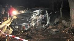 Խոշոր ավտովթար Ջերմուկ քաղաքում. փրկարարները ծառին բախված Volkswagen-ի միջից դուրս են բերել վարորդին, իսկ հետո` նրա կտրված ոտքը.