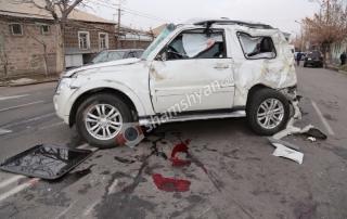 Խոշոր ու շղթայական ավտովթար Երևանում. բախվել են բեռնատար ու մարդատար ГАЗель-ներն ու Mitsubishi-ն. բժիշկները պայքարում են 2 վիրավորների կյանքի համար...VIDEO
