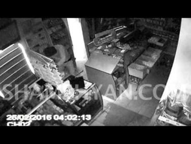 Երևանում խանութի տեսախցիկն արձանագրել է 3 դիմակավորվածների՝ խանութը թալանելու պահը