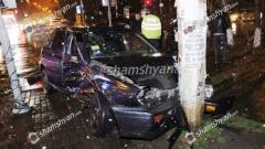 Ավտովթար Երևանում. բախվել են Nissan-ն ու Volkswagen-ը. վերջինն էլ բախվել է էլեկտրասյանը. մայրն ու նրա 2 դուստրերը տեղափոխվել են հիվանդանոց...video