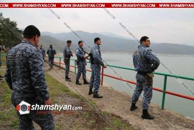Արցախի ոստիկանները Հայաստանի ոստիկանության իրենց գործընկերների հետ անառիկ են պահում Սարսանգի ջրամբարը, այն ջրամբարը, որը իրենով անելու համար Ադրբեջանը … է տալիս...