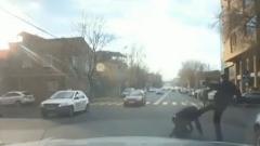 Տարեց տաքսիստին փողոցում ծեծած «Մերսեդեսի» վարորդը հայտնաբերվել ու բերման է ենթարկվել ոստիկանություն