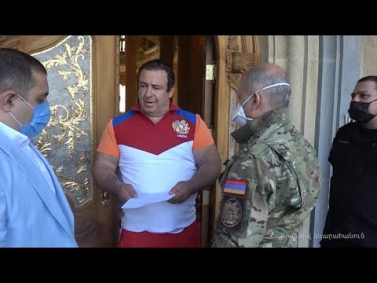 Կադրեր Գագիկ Ծառուկյանի տան խուզարկությունից. ինչ է հայտնաբերել ԱԱԾ-ն